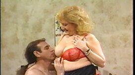 Mamma massaggio da un uomo in bagno e poi c'era porche mamme italiane olio sul materasso.