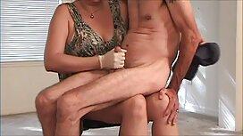 Flessibile madre e figlia porche masturbazione sul tappeto rosso
